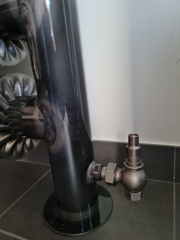Detail voetventiel spiraal radiator